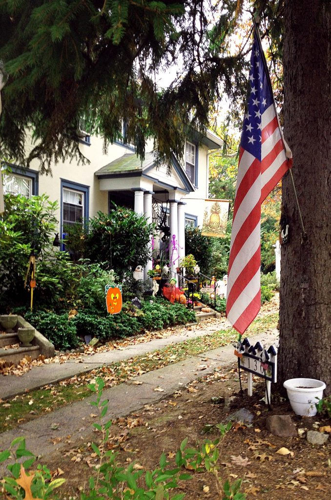 House in H-town Flag and Halloweed